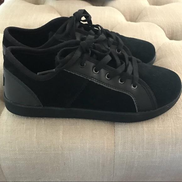 1df7a457ca6 NWT UGG Girls Black K Irvin Tennis Shoes NWT
